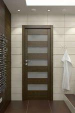 Двери в санузел и ванную комнату – пластиковые и стеклянные влагостойкие модели в ванную комнату, установка конструкций в срезанный угол санузла, размеры дверного полотна
