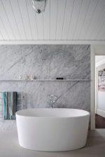 Установка пвх панелей в ванной на потолок – Технология монтажа и дизайнерские решения потолка из пластиковых панелей в ванной: 49 фото
