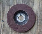 Шлифовальный диск на болгарку по дереву – видео-инструкция по монтажу своими руками, особенности лепестковых изделий для болгарки, цена, фото