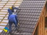Как правильно положить первый лист металлочерепицы на крышу – Как укладывать металлочерепицу на крышу дома правильно: видео и фото инструкция
